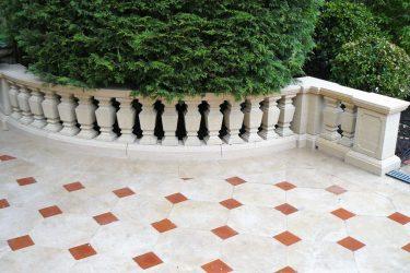 Balustrade en pierre calcaire du bassin parisien.